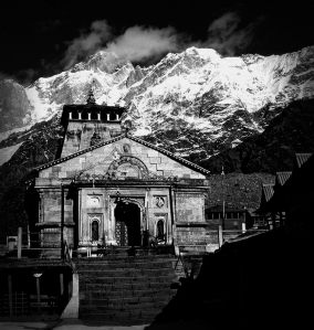 kedarnath-temple-and-mountain